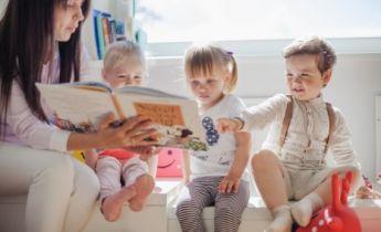 Auxiliar de Creche e Educação Infantil